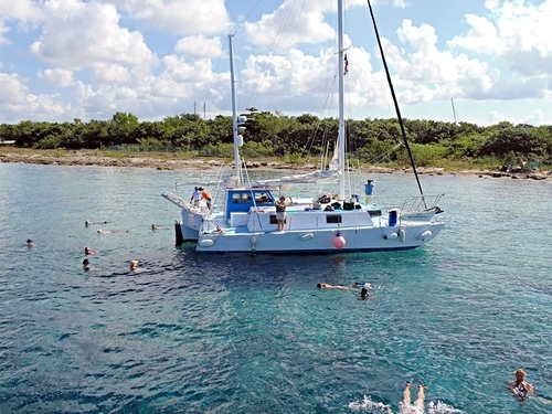 Sailing and snorkeling in Cozumel